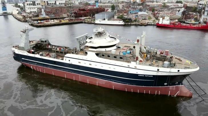 Адмиралтейские верфи спустили на воду четвертый супертраулер — «Капитан Мартынов»